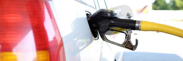 Rifornire carburante auto