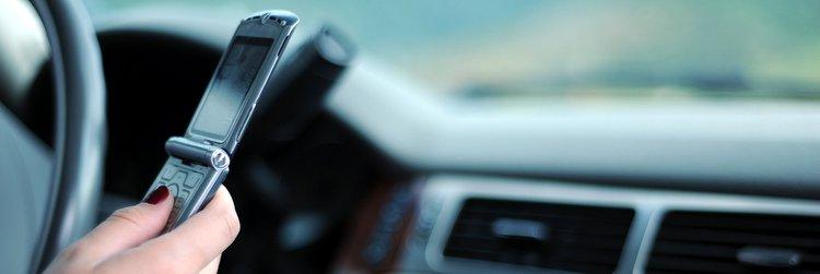 Guidare con cellulare